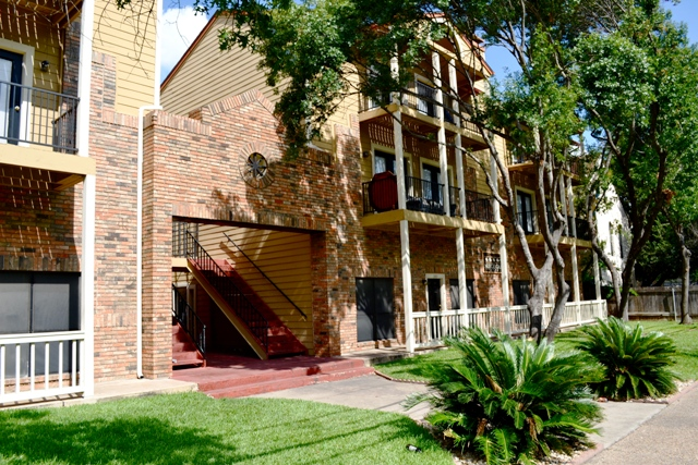 Nueces Oaks West Campus Apartments Campus Apartments